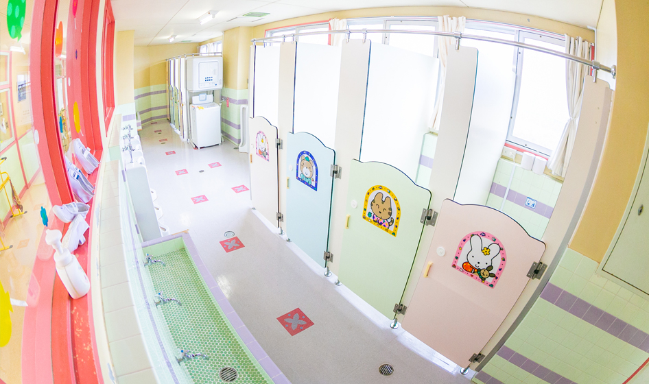 幼稚園トイレ